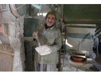 40 yıldır işlettiği taş değirmen sayesinde 7 çocuğunu üniversiteli yaptı