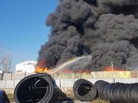 İstanbul Pendik'te, plastik geri dönüşüm deposunda çıkan yangın korkuttu