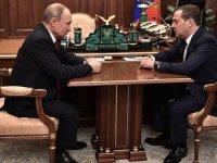 Putin Rusya'da siyasal sistem değişikliği önerdi, hükümet istifa etti