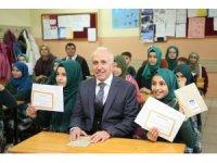 Başkan Gültak, çocukların karne heyecanını paylaştı