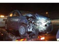 Kocaeli'de otomobil demir bariyerlere çarptı: 1 ağır yaralı