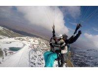 2 bin 950 metrede göl manzaralı kayak ve paraşüt keyfi
