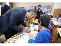 Başkan Çiftçi çocuklarla karne heyecanı yaşadı