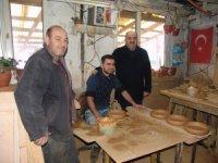 Bilecik Göç İdaresi Müdürü San'dan Suriyeli çömlek ustasına ziyaret