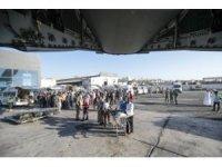 Somali'deki terör saldırısında yaralanan Türk vatandaşlarını ve Somalileri Türkiye'ye getirecek olan Hava Kuvvetlerine ait uçak, Mogadişu'dan Ankara'ya hareket etti.