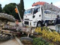 Gömeç'te traktör ile kamyon çarpıştı: 1 yaralı