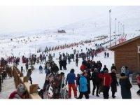 Kayak merkezinde kar kalınlığı 80 santimetreye ulaştı