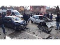 Isparta'da otomobiller kafa kafaya çarpıştı: 5 yaralı