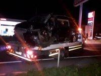 İzmir'de tır ile minibüs çarpıştı: 1 ölü