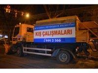 Kar yağışı beklenen İstanbul'da ekipler yollarda hazır bekliyor