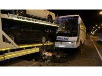 Uşak'ta yolcu otobüsü kaza yaptı: 3'ü ağır 13 yaralı