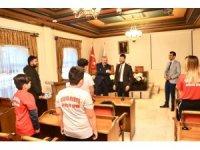 Başkan Yardımcısı Yüzer, şampiyon boksörleri tebrik etti