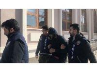 Market sahibini gasp eden cezaevi firarisi gizli bölmede yakalandı