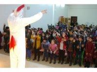 Diyarbakır Büyükşehir Belediyesi çocukların karne sevincine ortak oldu