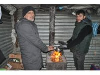 Yüksekova'da soğuk hava hayatı olumsuz Eietkiliyor