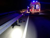 Motosiklet park halindeki aracın kapısına çarptı: 1 ölü