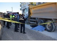 Hafriyat kamyonu belediye işçisini ezdi: 1 ölü