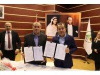 İşçiler yapılan zammı, Bolu Belediye Başkanı Tanju Özcan ile göbek atarak kutladı