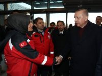 Cumhurbaşkanı Erdoğan'dan hastanedeki depremzedelere ziyaret