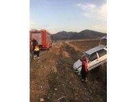 Denizli'de otomobil şarampole girdi: 2 çocuk yaralı