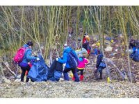 Doğa yürüyüşüne çıktılar, yarım ton çöp topladılar