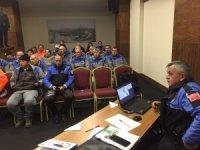 Antalya polisinden temizlik işçilerine seminer