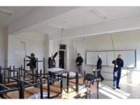 Cizre'de gönüllüler okulların bakım ve onarımını gerçekleştiriyor