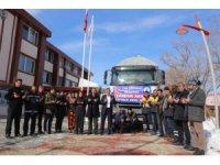 Gürpınar Belediyesinin yardım kamyonu yola çıktı