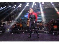 Ünlü pop sanatçısı İrem Derici'ye büyükşehir belediyesinden tepki