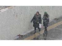 Kars'a kar yağışı yeniden başladı
