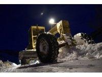 Gümüşhane'de karla mücadele çalışmaları gece gündüz devam ediyor
