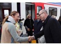 Turistik Doğu Ekspresiyle seyahate çıkan bakanın eşi Erzincan'da mola verdi