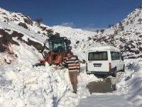 Batman'da kar nedeni ile kapanan köy yolları ulaşıma açıldı