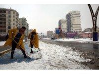 Mardin'de kar ve buzlanma ile mücadele