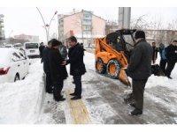 Muş Belediyesinin karla mücadele mesaisi devam ediyor