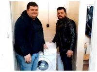 Hırsızlığa üzülen taraftar takımına çamaşır makinesi hediye etti