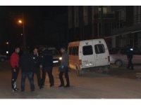 Sosyal medyada küfürleştiği şahsı sokakta bacağından vurdu