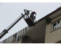 Erzurum'da buz kırma timleri iş başında