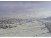 Ağrı Dağı etekleri ile Iğdır'ın yüksek kesimlerine kar yağdı