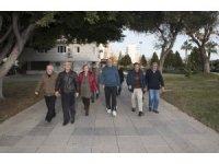 Emekli Evi üyeleri haftada üç gün yürüyüş yapıyor