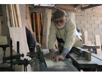 40 yıllık mesleğinde 3 parmağını kaybetse de marangozluktan vazgeçmedi