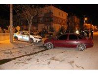 Karaman'da otomobil, polis aracıyla çarpıştı: 3'ü polis 4 yaralı