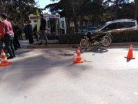 Yayalara motosiklet çarptı: 2 yaralı