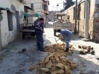 Tarsus'ta bozulan yolların onarımı sürüyor