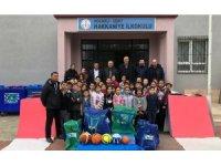 Hakkaniyeli çocuklara spor malzemesi dağıtıldı