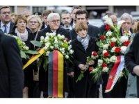 Almanya Cumhurbaşkanı, 5 Türk'ün öldürüldüğü olay yerine çiçek bıraktı