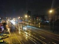 İstanbul'da karla karışık yağmur gece boyunca etkili oldu