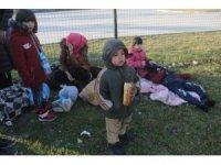 """Göçmenleri """"Avrupa'ya götürüyoruz"""" diye Adana'ya getirdiler"""