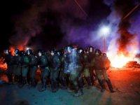 Vuhan'daki Ukraynalıların ülkelerine getirilişi protesto edildi: Otobüsleri taşladılar, hastaneyi yakmaya çalıştıla