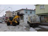 Karlıova'da karla mücadele sürüyor